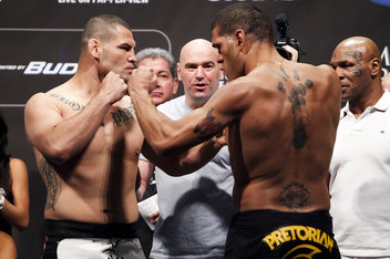 038 cain velasquez and antonio silva.0 standard 352.0 UFC 160 full results: Cain demolishes Bigfoot again, JDS KOs Mark Hunt.